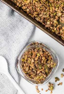 Imagen de granola sin nueces hecha con semillas y avena.