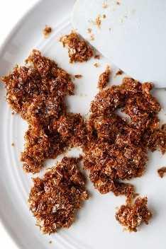 faça furikake - katsuobushi com molho de soja e açúcar