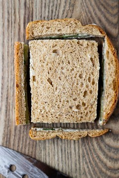 crosta cortada em sanduíche