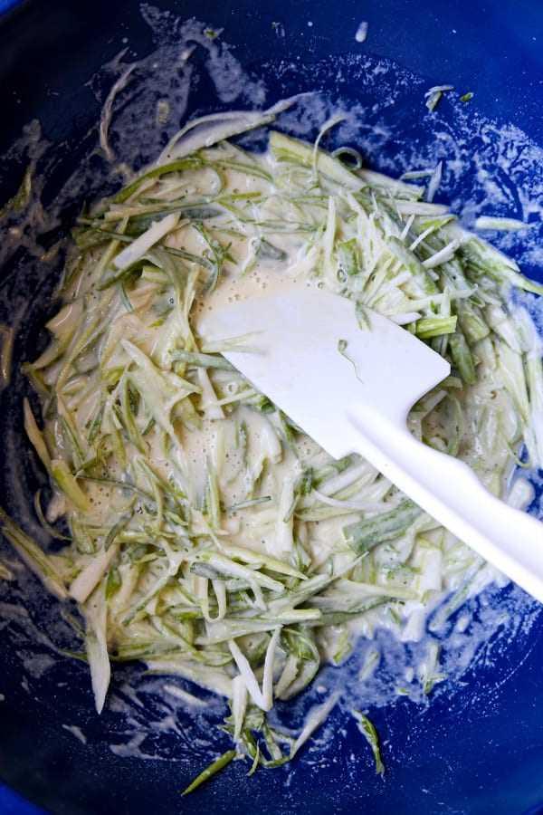 picar cebolinha em massa | pickledplum.com