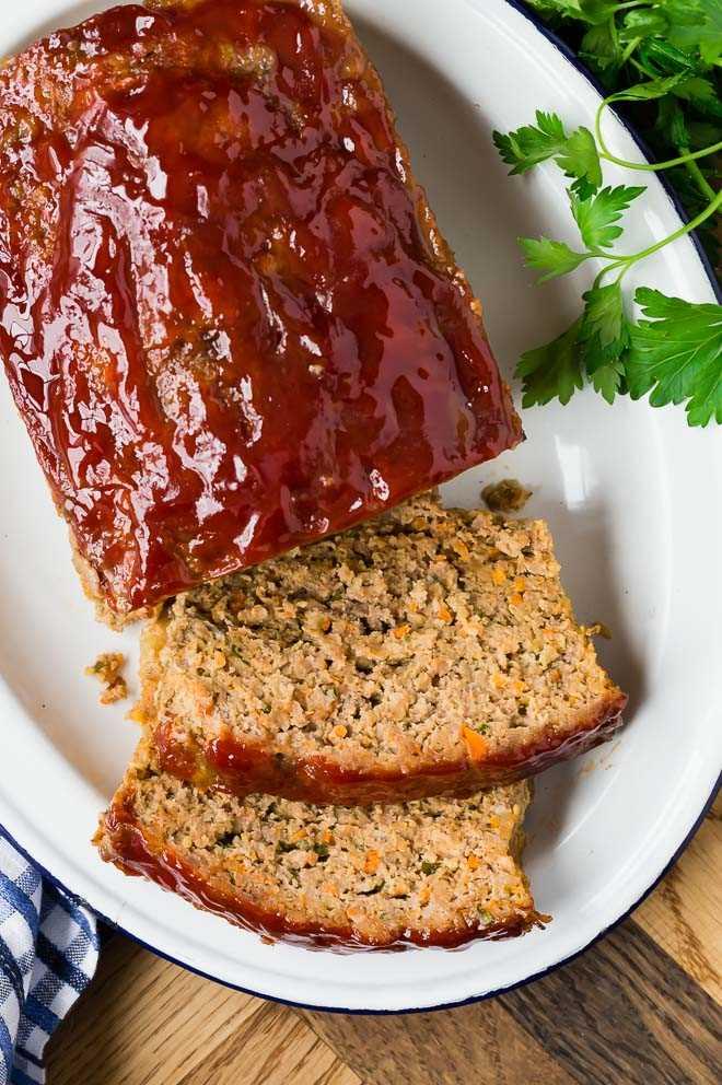 Imagen de pastel de carne en rodajas.
