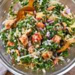 Ensalada Saludable de Col Rizada de Parmesano y Pollo Asado