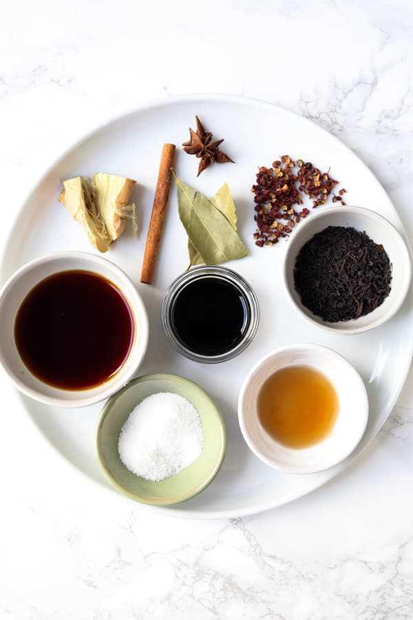Ingredientes para huevos de té chino