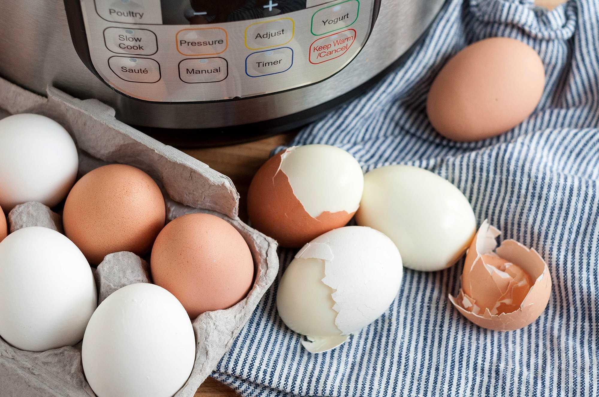 Huevos duros fáciles de pelar en la olla a presión