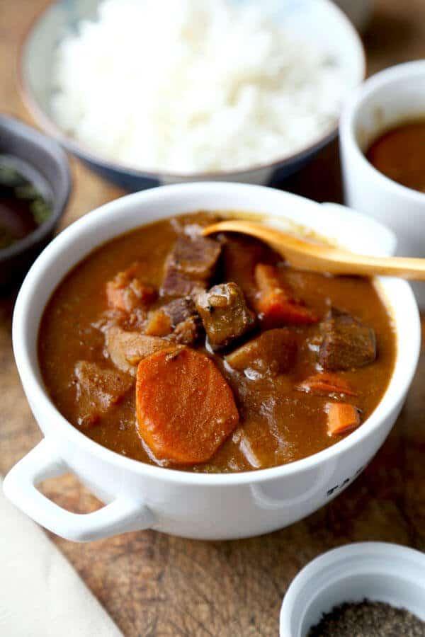 Tazón de curry japonés (ビ - フ カ レ)