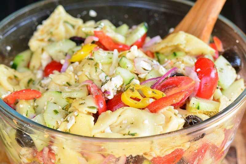 Diga olá para a salada Tortellini pode ser facilmente preparada com antecedência