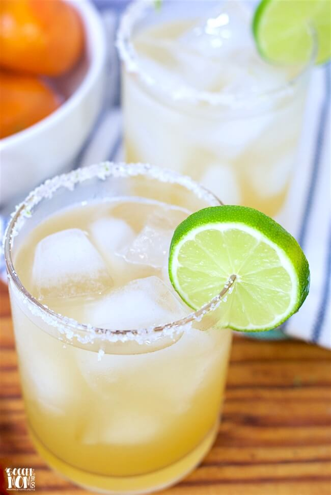 Forget about powders and mixes: This simple skinny margarita recipe uses only natural ingredients for a fresh and refreshing cocktail.