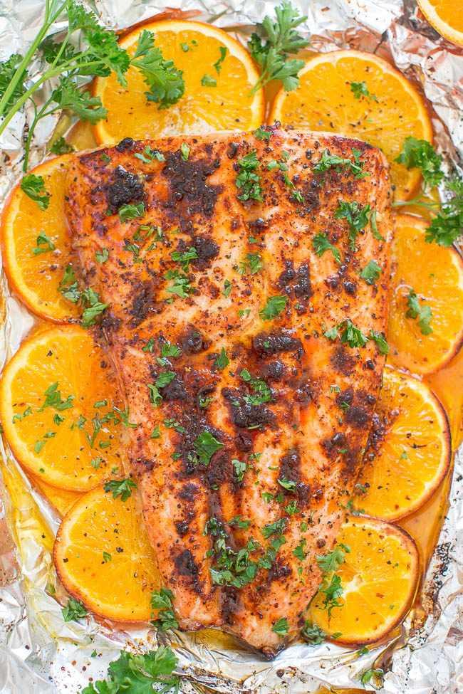 Salmón de chile y pan de naranja - ¡Prepara salmón con calidad de restaurante en casa en 30 minutos! ¡FÁCIL y lleno de SABOR de jugo de naranja, miel y condimento de chile!