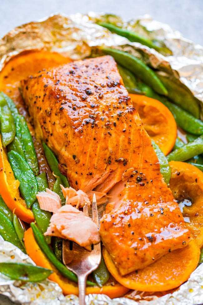 Foil Pack Naranja Melaza Salmón - ¡FÁCIL, listo en 10 minutos, y una manera IMPERMEABLE de hacer salmón a la parrilla! ¡Tierno, jugoso y lleno de capas de sabores FABULOSOS!