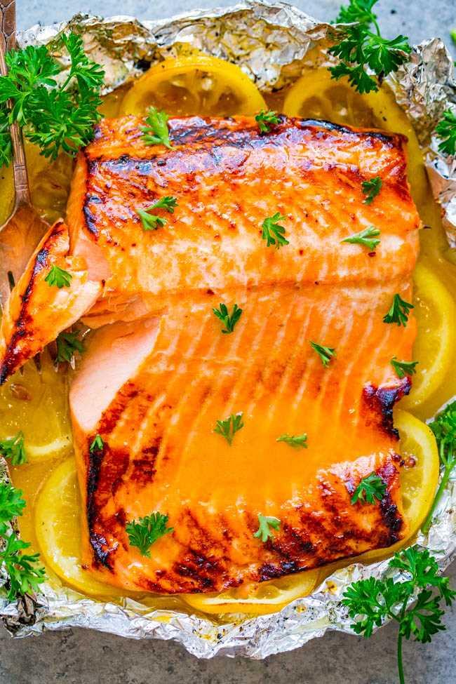 Salmón de mantequilla de limón y miel a la parrilla: ¡FÁCIL, listo en 10 minutos y una manera IMPERMEABLE de hacer salmón a la parrilla! ¡Maravillosamente tierno, tan jugoso, simplemente se derrite en la boca y tiene un sabor FABULOSO!