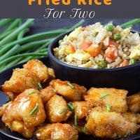 Frango agridoce assado com arroz frito caseiro para dois