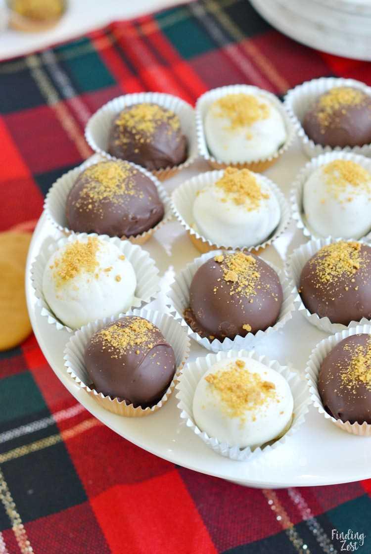 Trufas de gengibre de Natal mergulhadas em chocolate