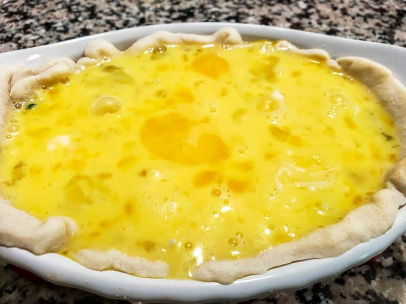 "ovo batido adicionado à quiche ""srcset ="" https://juegoscocinarpasteleria.org/wp-content/uploads/2020/02/1582751885_413_Receta-de-quiche-de-alcachofa-con-espinacas-y-queso-para.jpg 800w, https: //cdn1.zonacooks.com/wp-content/uploads/2019/07/Cheesy-Spinach-Artichoke-Quiche-Recipe-for-Two-8-500x375.jpg 500w, https://cdn1.zonacooks.com / wp-content / uploads / 2019/07 / Quiche de espinafre-alcachofra-quiche-receita-para-dois-8-768x576.jpg 768w, https://cdn1.zonacooks.com/wp-content/uploads/2019/ 07 /Cheesy-Spinach-Artichoke-Quiche-Recipe-for-Two-8-320x240.jpg 320w, https://cdn1.zonacooks.com/wp-content/uploads/2019/07/Cheesy-Spinach-Artichoke-Quiche - Receita-para-dois-8-480x360.jpg 480w, https://cdn1.zonacooks.com/wp-content/uploads/2019/07/Cheesy-Spinach-Artichoke-Quiche-Recipe-for-Two-8- 720x540 .jpg 720w, https://cdn1.zonacooks.com/wp-content/uploads/2019/07/Cheesy-Spinach-Artichoke-Quiche-Recipe-for-Two-8-735x551.jpg 735w ""tamanhos ="" ( max -width: 800px) 100vw, 800px"