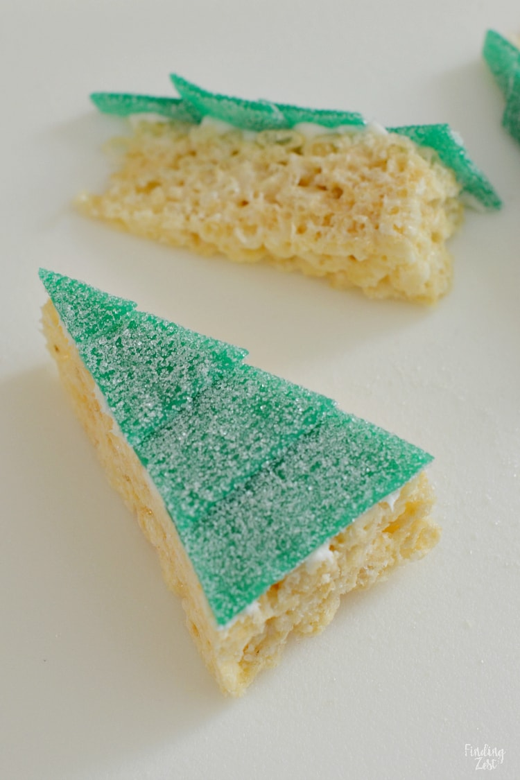 Correas de energía agria en golosinas de arroz Krispie cortadas en triángulo