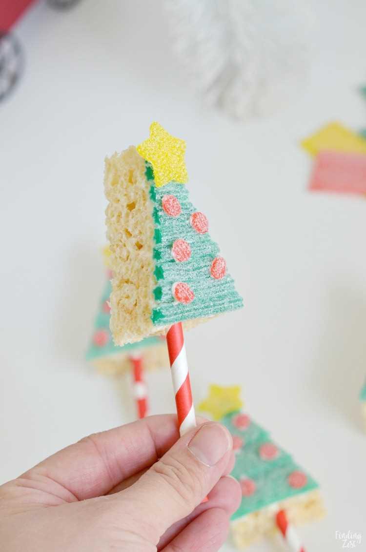 Rice Krispie Christmas Trees en un palo para las fiestas