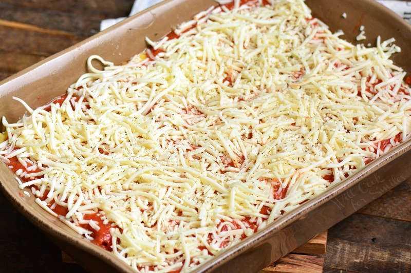 Hornee lasaña de verduras a 350 por 45 minutos cubiertos