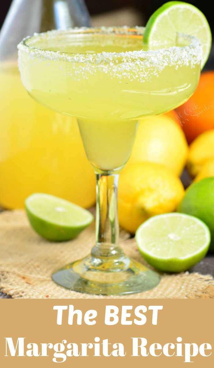 A melhor receita de margarita feita com uma mistura simples de mistura de margarita caseira, tequila e licor de laranja. Cocktail refrescante que pode ser preparado com antecedência. #margarita # bebida #tailtail #tequila #margaritamix