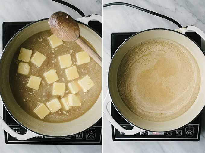Azúcar blanco, azúcar moreno, jarabe de maíz, crema espesa y mantequilla derretida en un horno holandés para caramelos salados caseros.