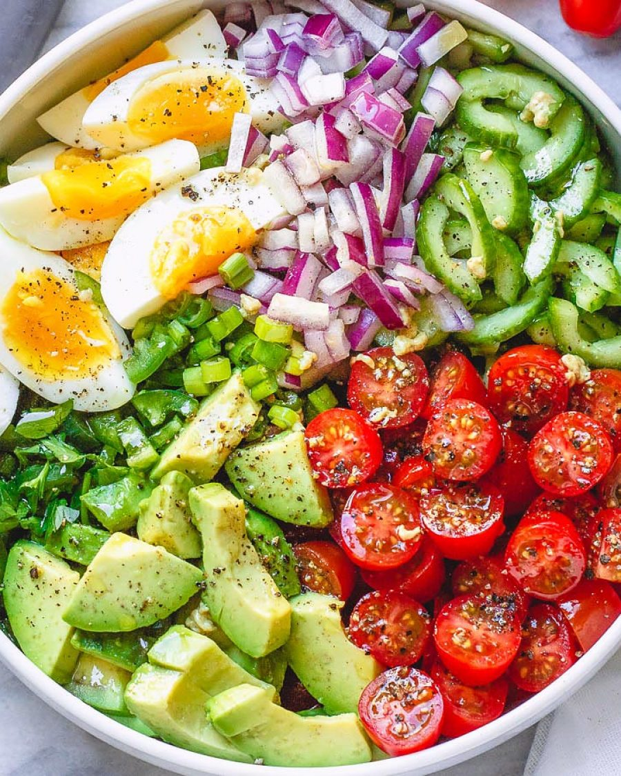 Avocado salad with tomato, eggs and cucumber - #recipe by # eatwell101 - https://www.eatwell101.com/avocado-salad-recipe