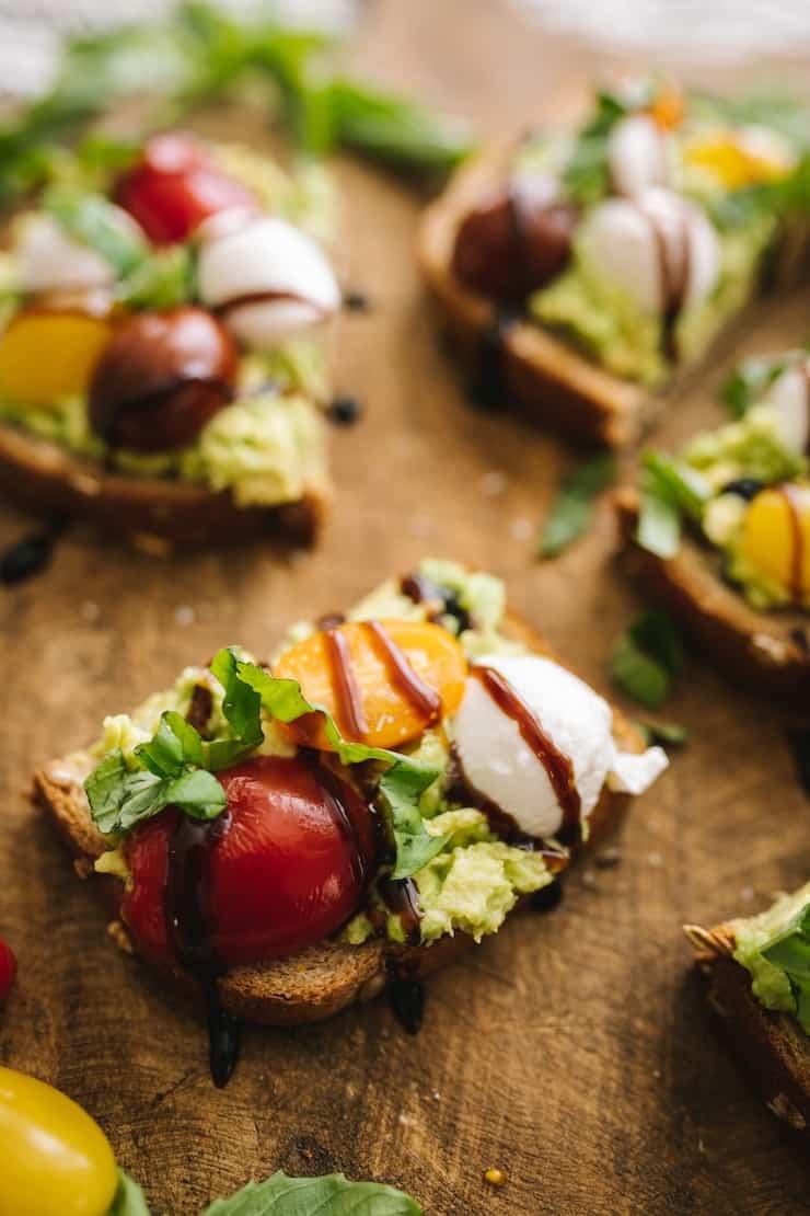 Caprese Aguacate Tostada saludable aperitivo