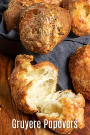 Estes Popovers fáceis de Gruyère são uma receita popover fofa e brega que são um ótimo complemento para o jantar de Ação de Graças ou jantar de Natal! Estes popovers de queijo são uma receita de pão salgado que é fácil de fazer e sempre impressiona os convidados! # pan #popovers # queso #gracias #christmas #rolls #baking #homemadeinterest