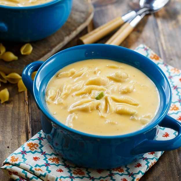 Sopa de macarrones con queso