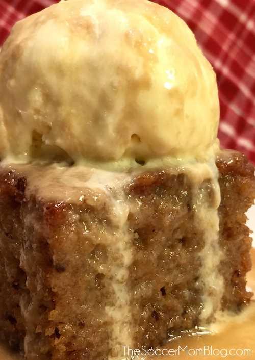 A MELHOR receita de bolo de pudim de caramelo - é deste mundo! Uma sobremesa e um feriado festivo que podem agradar a multidão, podem ser feitos sem glúten e sem laticínios.