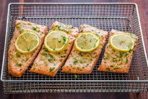 Air Fryer Salmon en rejilla