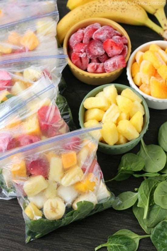 Prepare estos paquetes de batidos para el congelador y cuando esté listo para comer, ¡solo agregue leche o agua! ¡Mira el tutorial y la deliciosa receta de batido verde!