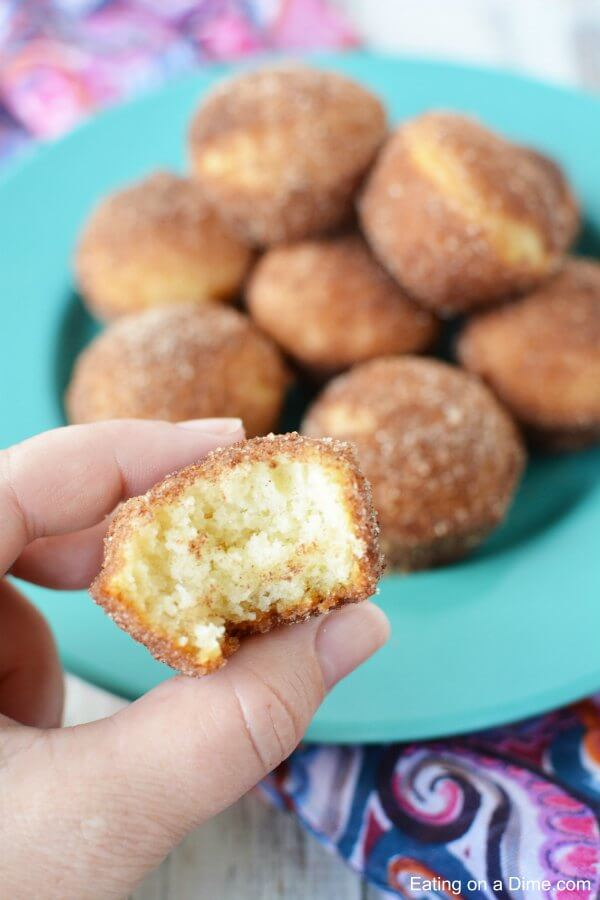 If you love old-fashioned sugary donuts but you hate all the work, you'll love the cinnamon donut mini muffins. Learn how to make Mini Donut muffins.