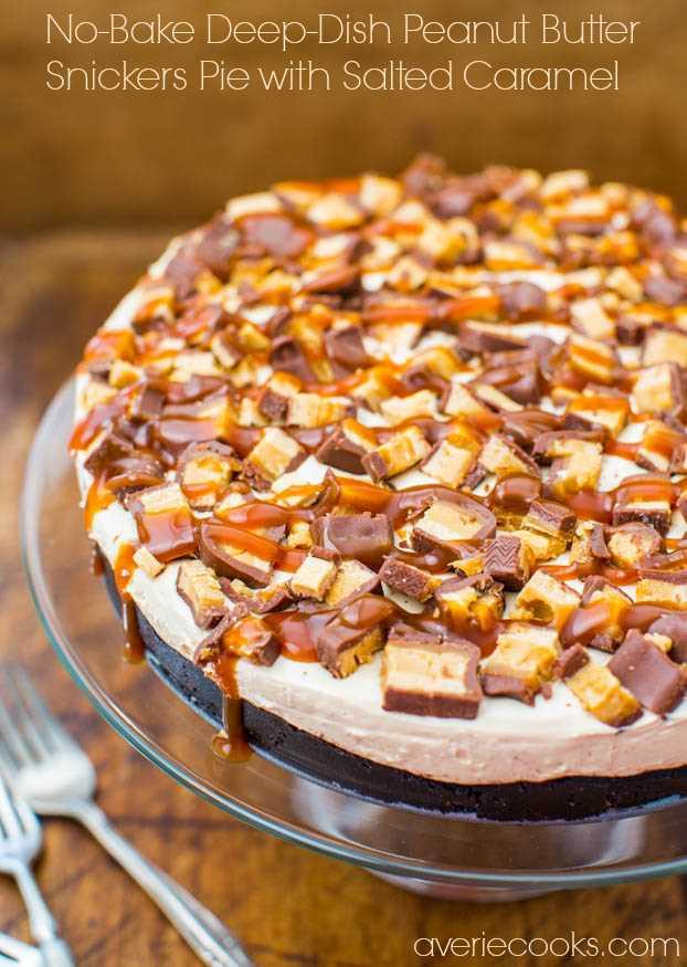 Pastel de Snickers de mantequilla de maní de plato hondo sin hornear con caramelo salado: receta rica, decadente y fácil en avericooks.com