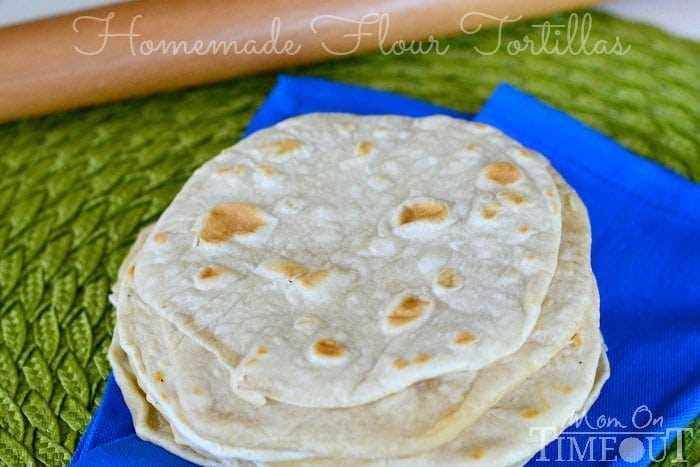 Tortillas de harina caseras fáciles | MomOnTimeout.com