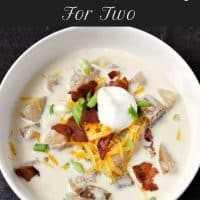 Receita de sopa de batata cozida carregada com fogão lento para dois