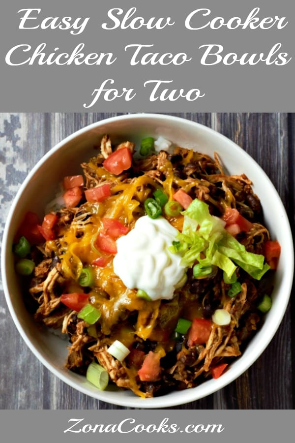 "Receita fácil de tigelas de taco de frango de panela lenta para dois ""srcset ="" https://cdn1.zonacooks.com/wp-content/uploads/2019/03/Easy-Slow-Cooker-Chicken-Taco-Bowls-Recipe -for-Two -5.jpg 600w, https://cdn1.zonacooks.com/wp-content/uploads/2019/03/Easy-Slow-Cooker-Chicken-Taco-Bowls-Recipe-for-Two-5- 333x500.jpg 333w ""size ="" (largura máxima: 600 px) 100vw, 600 px"