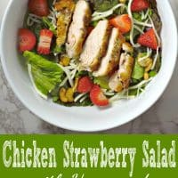 Ensalada de pollo con fresas y aderezo de semillas de amapola Receta para dos