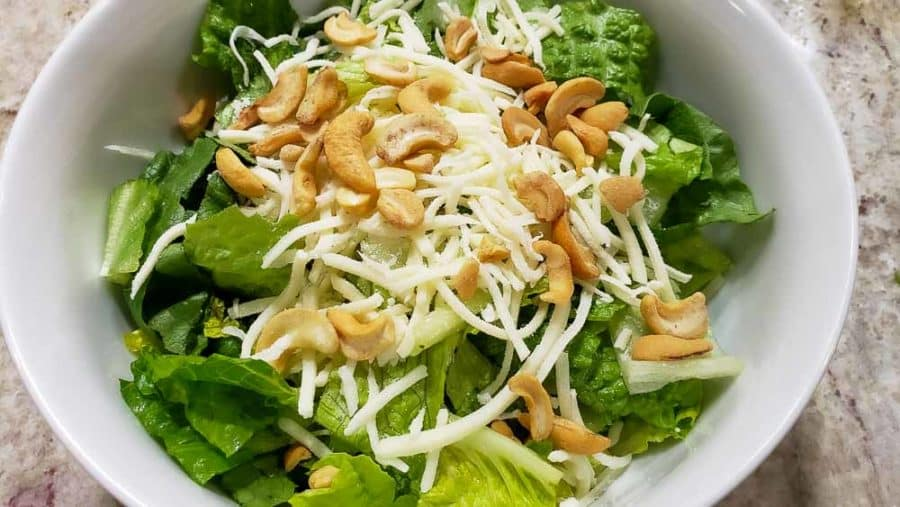 "anacardos espolvoreados sobre mozzarella ""srcset ="" https://cdn1.zonacooks.com/wp-content/uploads/2020/02/Chicken-Strawberry-Salad-and-Poppy-Seed-Dressing-Dinner-for-Two-5- 900x507.jpg 900w, https://cdn1.zonacooks.com/wp-content/uploads/2020/02/Chicken-Strawberry-Salad-and-Poppy-Seed-Dressing-Dinner-for-Two-5-500x282.jpg 500w, https://cdn1.zonacooks.com/wp-content/uploads/2020/02/Chicken-Strawberry-Salad-and-Poppy-Seed-Dressing-Dinner-for-Two-5-768x432.jpg 768w, https : //cdn1.zonacooks.com/wp-content/uploads/2020/02/Chicken-Strawberry-Salad-and-Poppy-Seed-Dressing-Dinner-for-Two-5-320x180.jpg 320w, https: // cdn1.zonacooks.com/wp-content/uploads/2020/02/Chicken-Strawberry-Salad-and-Poppy-Seed-Dressing-Dinner-for-Two-5-480x270.jpg 480w, https: //cdn1.zonacooks .com / wp-content / uploads / 2020/02 / Chicken-Strawberry-Salad-and-Poppy-Seed-Seed-Seed-Dressing-Dinner-for-Two-5-720x405.jpg 720w, https://cdn1.zonacooks.com/ wp-content / uploads / 2020/02 / Chicken-Strawberry-Salad-and-Poppy-Seed-Seed-Dressing-Dress-for-Two-5-735x414.j pg 735w, https://cdn1.zonacooks.com/wp-content/uploads/2020/02/Chicken-Strawberry-Salad-and-Poppy-Seed-Dressing-Dinner-for-Two-5.jpg 1000w ""tamaños = ""(ancho máximo: 900 px) 100vw, 900 px"
