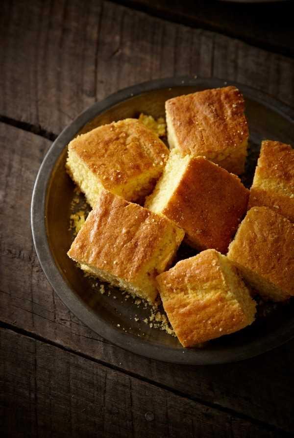 quadrados de pão de milho