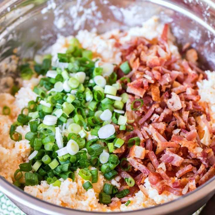 ingredientes de papas al horno dos veces en un tazón