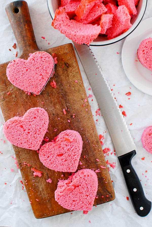 corazones de pastel de libra rosa
