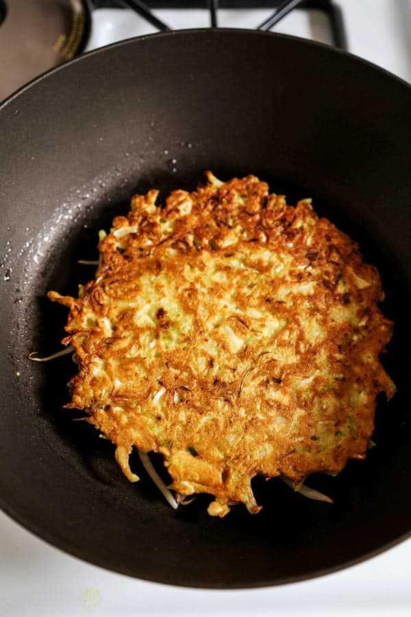 Okonomiyaki freír en una sartén