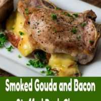 Bacon e Gouda Fumado Recheado de Costeletas de Porco Jantar para Dois