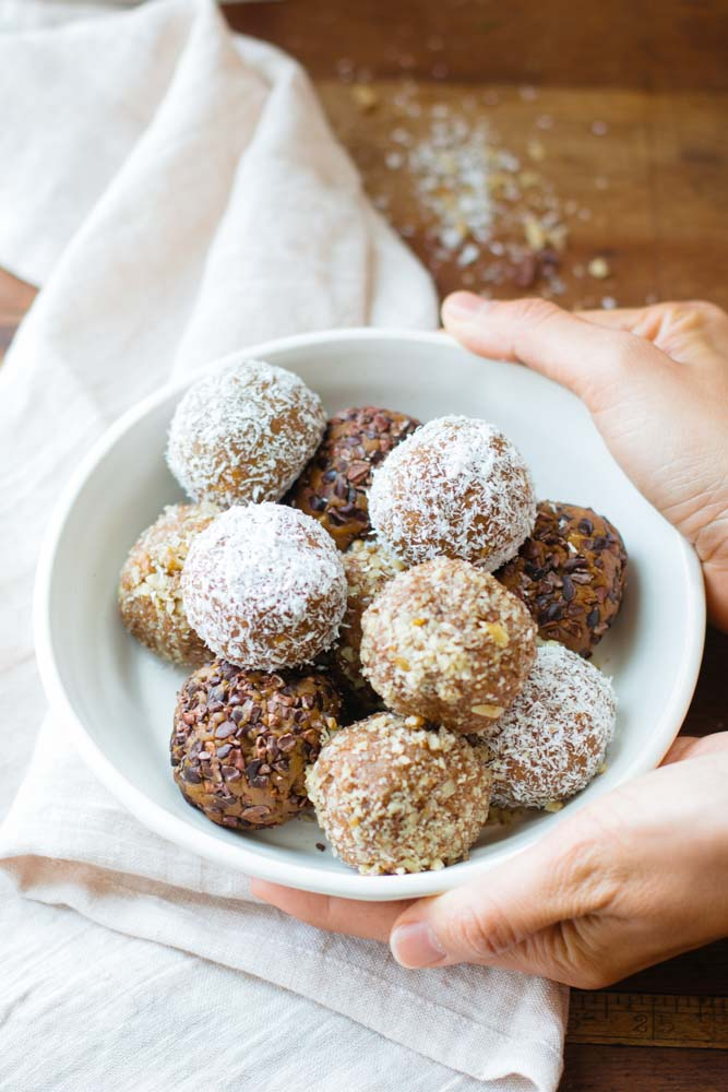 These Baked Pumpkin Spice Cupcake Balls are vegan, gluten-free, and paleo-friendly! They have a cake-like texture and are a tasty and healthy fall dessert!