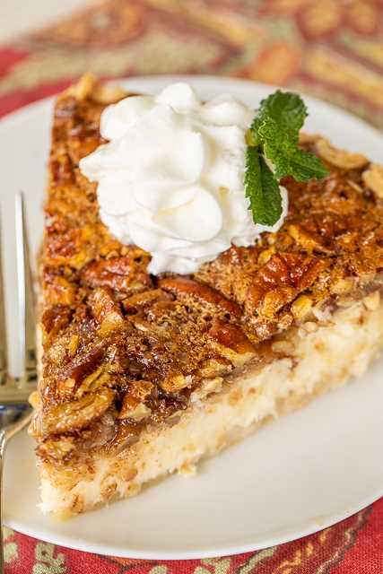 Pastel de pastel de queso con avena y pacanas: ¡tres favoritos en un pastel! ¡Un favorito para las vacaciones! Queso crema, huevos, azúcar, vainilla, avena, nueces, jarabe de maíz, canela y corteza de pastel. Puede hacer un día de anticipación y refrigerar hasta que esté listo para servir. ¡Siempre tengo que duplicar la receta porque a todos les ENCANTA esta deliciosa receta de tarta! #pie #dessert #pecan # avena #cheesecake #holidaydessert