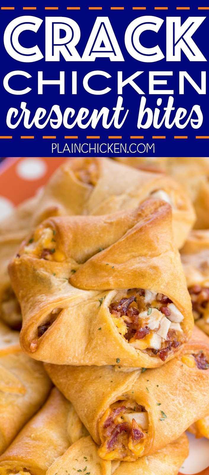 Crack Chicken Crescent Bites: pollo, tocino, queso cheddar y rancho horneados en rollos de media luna. ¡¡¡Muy adictivo!!! Los llevé a una fiesta y salieron volando del plato. Es posible que desee duplicar esta receta. Todos elogian esta receta fácil de pollo. Ideal para chucherías, fiestas, almuerzos y cenas. Puede preparar la mezcla de pollo con anticipación y ensamblar medias lunas cuando esté listo para hornear. ¡¡¡TAN BUENO!!!
