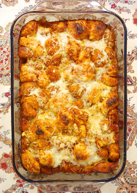 Bubble Up de pollo y parmesano: ¡realmente delicioso! Solo 5 Ingredientes: pollo, salsa de espagueti, queso mozzarella, queso parmesano y galletas refrigeradas cortadas. ¡Mmm! ¡Listo en 30 minutos! Gran comida de la noche!