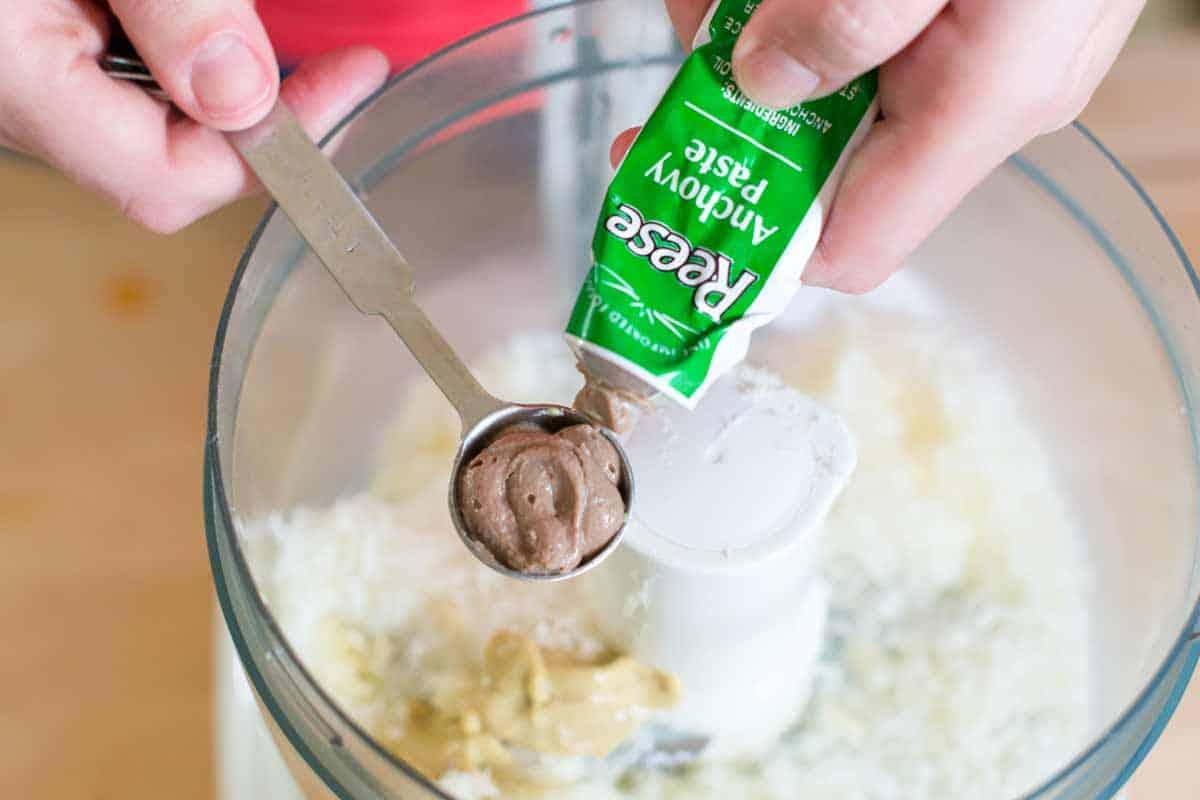 Un aderezo sin huevo con ingredientes clásicos