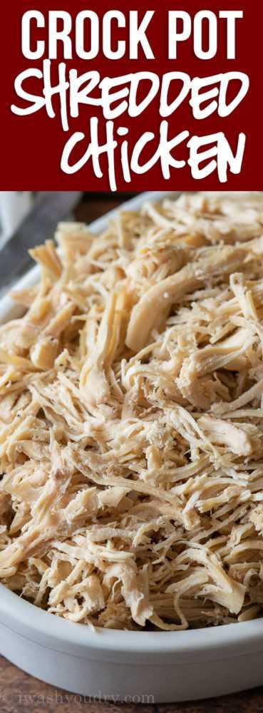 Este pollo desmenuzado CrockPot súper fácil se cocina lentamente y se sazona perfectamente, por lo que se desmorona tiernamente. ¡Perfecto para usar en todas tus recetas de pollo desmenuzado!