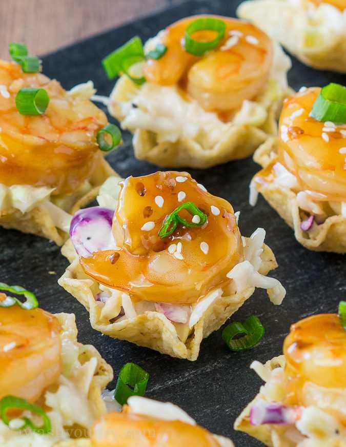 """Estas picaduras de taco de camarones Teriyaki son todo lo que te gusta de un taco de camarones, ¡pero en una forma de bocado del tamaño de un bocado! Ensalada de col picante, camarones tiernos y dulces teriyaki y una cucharada crujiente de tortilla. ¡Perfecto para aperitivos! """"Width ="""" 675 """"height ="""" 872 """"srcset ="""" https://iwashyoudry.com/wp-content/uploads/2016/11/Teriyaki-Shrimp-Taco-Bites-landscape-3.jpg 675w , https://iwashyoudry.com/wp-content/uploads/2016/11/Teriyaki-Shrimp-Taco-Bites-landscape-3-600x775.jpg 600w """"tamaños ="""" (ancho máximo: 675px) 100vw, 675px"""