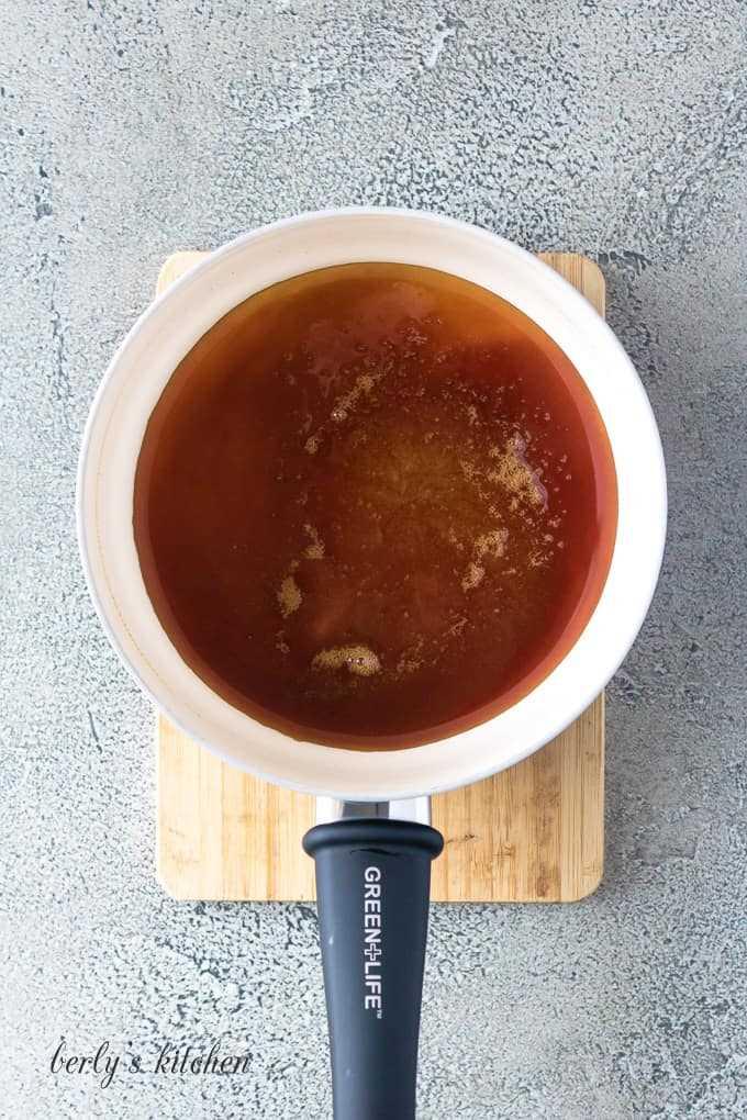 """La salsa de caramelo se cocina en una cacerola mediana. """"Class ="""" lazyload wp-image-27764 """"srcset ="""" https://cdn.shortpixel.ai/client/q_lossless,ret_img,w_680/https://www.berlyskitchen.com /wp-content/uploads/2020/02/Instant-Pot-Flan-1.jpg 680w, https://cdn.shortpixel.ai/client/q_lossless,ret_img,w_200/https://www.berlyskitchen.com/ wp-content / uploads / 2020/02 / Instant-Pot-Flan-1-200x300.jpg 200w """"datos-tamaños ="""" (ancho máximo: 680px) 100vw, 680px"""