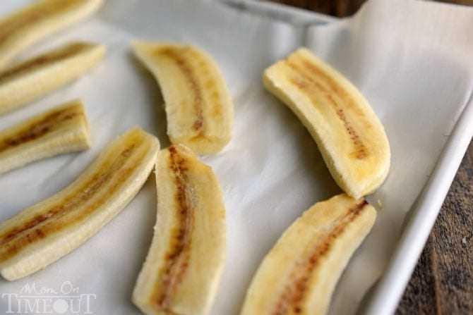 ¡Querrás despertar con este Smoothie de Plátanos Foster! Deliciosos sabores de plátano y caramelo en un batido lleno de proteínas, ¡delicioso! El   MomOnTimeout.com
